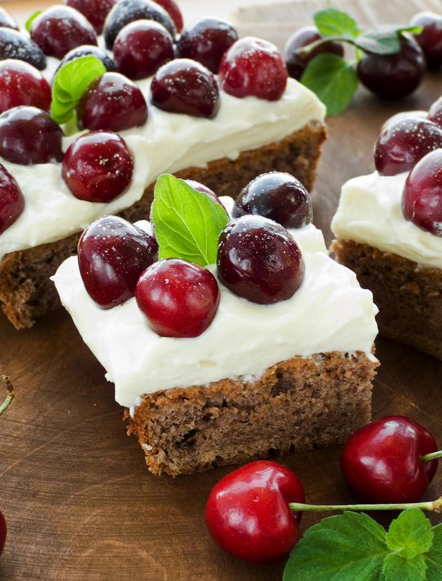 Chocolate and cherry cake