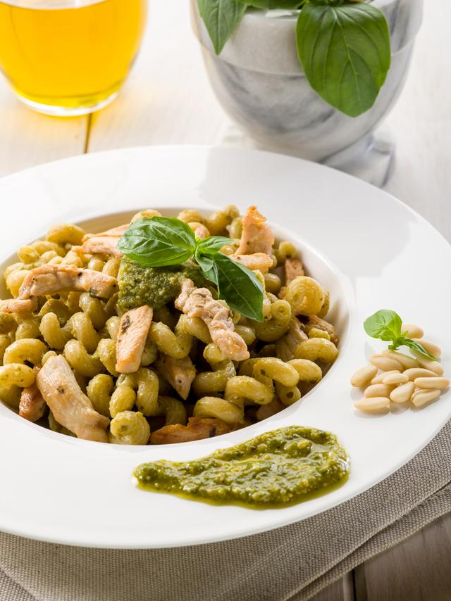 Pesto and chicken pasta salad