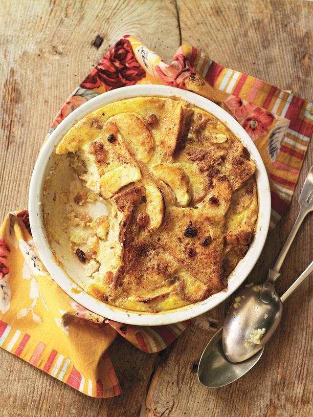 Apple, cinnamon & raisin bread and butter pudding