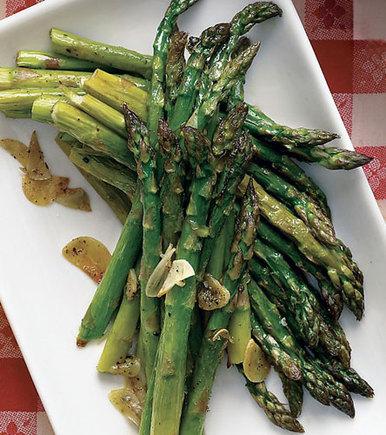 Garlicy roasted asparagus