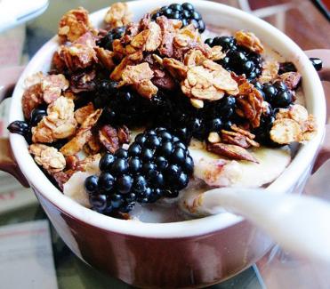 Homemade almond and flaxseed granola