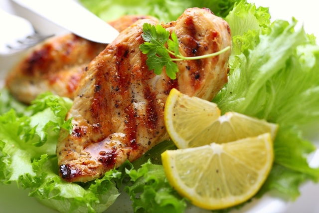 Chicken breasts with lemon and garlic