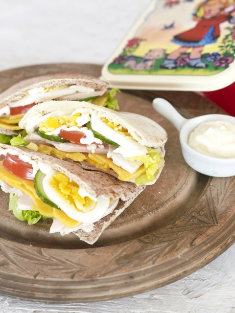 Light cob salad pitta pockets