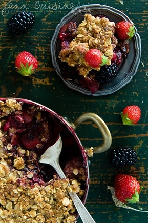 Fruit and berry crumble