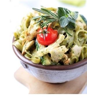 Denny deli roast chicken & spinach pasta with basil pesto and cream