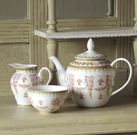 Dingley Dell Porcelain Teapot