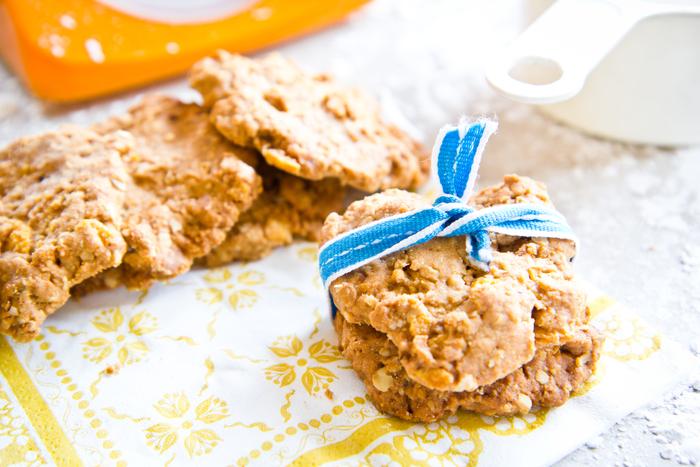 Cornflake raisin cookies