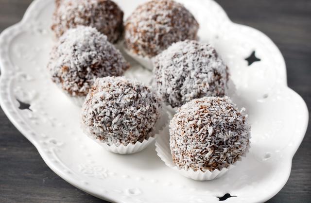 5-minute coconut bites