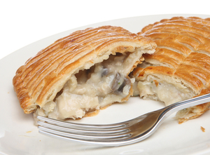 Creamy chicken and mushroom pie