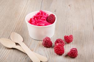 Raspberry frozen yoghurt