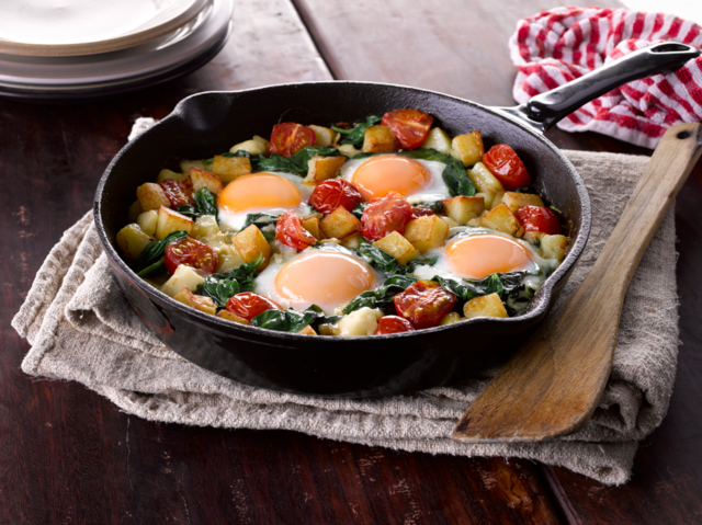 Sauté potatoes with spinach and eggs
