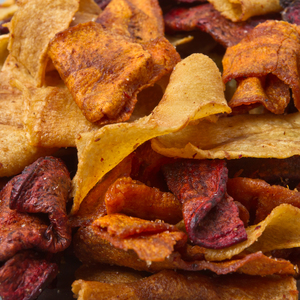 Baked carrot crisps with a hint of curry