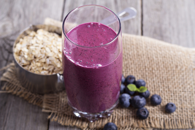 Blueberry smoothie with oats