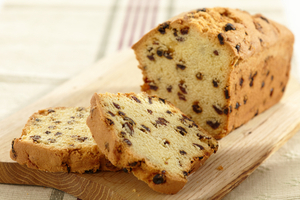 Raisin loaf cake