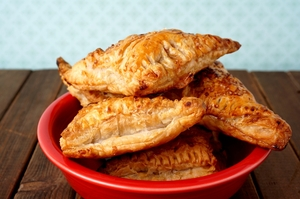 Golden tuna and vegetable pastry pockets