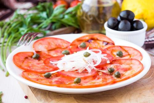 Tomato carpaccio with capers