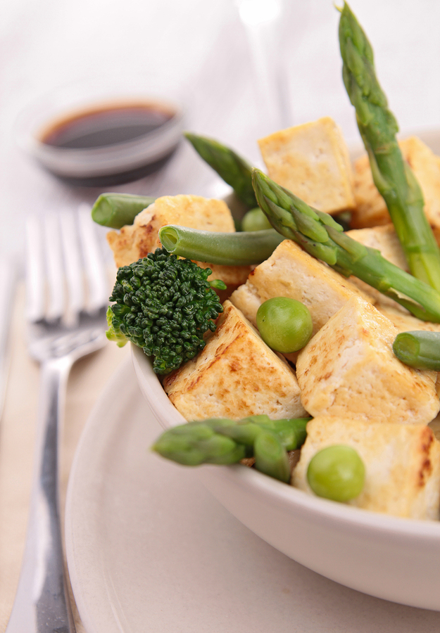 Tofu with chilli, asparagus, broccoli and rice