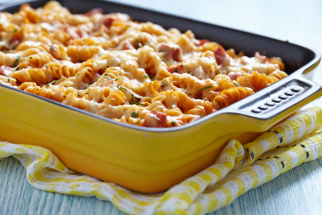 Pasta with mixed cheeses and chicken