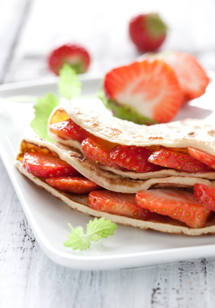 Strawberry omelette with honey
