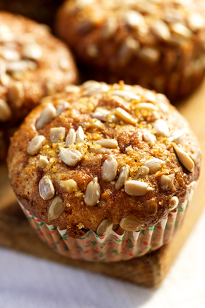 Breakfast muffins with fruit and seeds