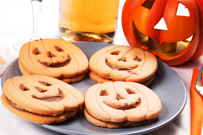 Halloween pumpkin face cookies