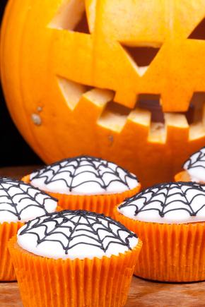 Spider-web cupcakes