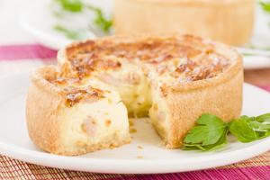 Savoury sausage pie