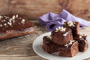 Sticky chocolate cakes