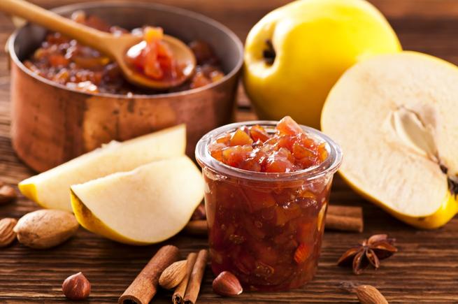 Apple and mango chutney