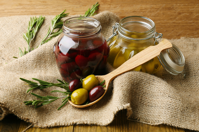 Rustic olives, with fennel and orange zest