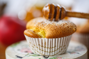 Seasonal honeyed cakes