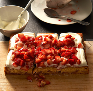 Strawberry and yoghurt cake