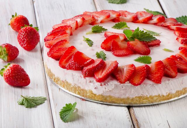 Fresh strawberry cheesecake