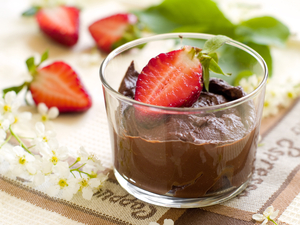 Light chocolate mousse with berries