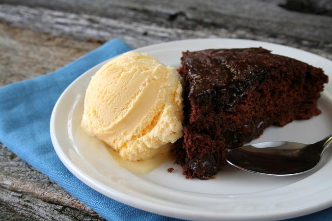 Skinny chocolate fudge cake