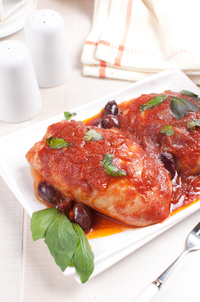 Chicken with Kalamata olives in tomato sauce