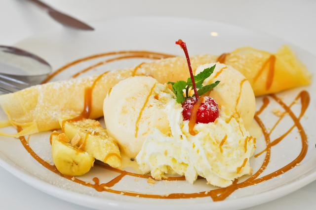 Cinnamon pancakes with caramel sauce, and HB Banana Brick Ice Cream