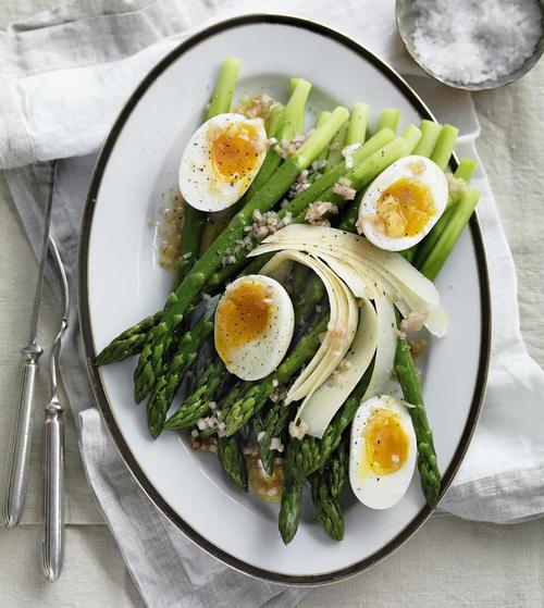 Salad of asparagus and soft-boiled egg vinaigrette