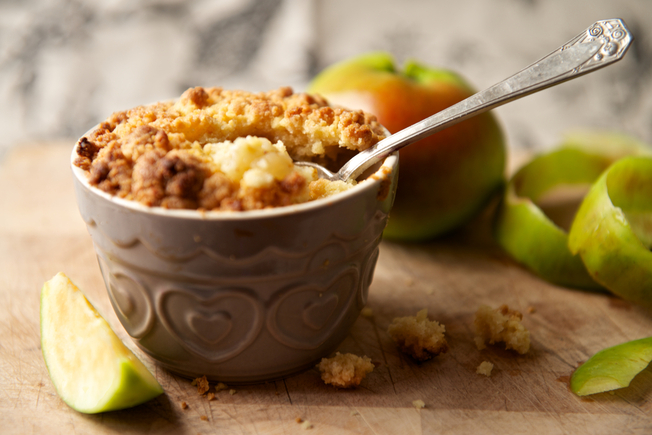 Budget friendly apple crumble
