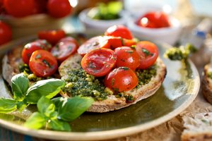 Garlic pesto toasts with cherry tomatoes