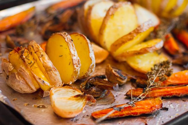 Crispy garlic vegetables with rosemary
