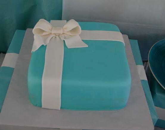 A Tiffanys box cake