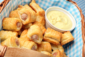 Simple picnic sausage rolls