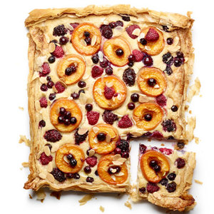 Apricot with raspberries tart