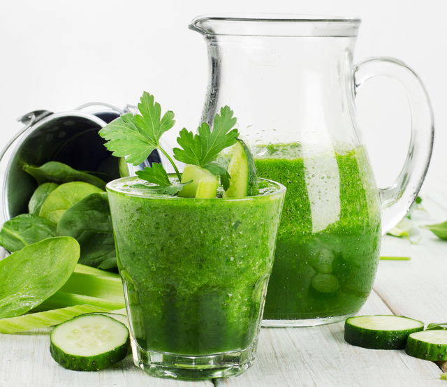 Cucumber, spinach and pear smoothie