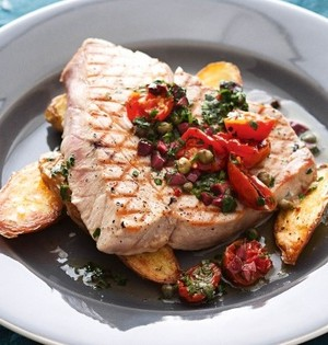 Tuna steaks with chili and capers