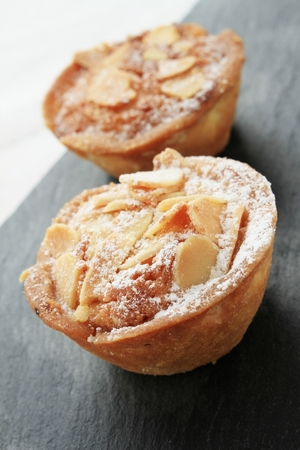 Single serve bake well tarts