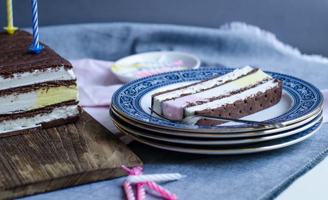 HB Hazelbrook Farm Neapolitan sandwich cake