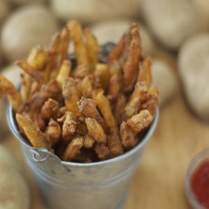 Beer-battered cajun fries