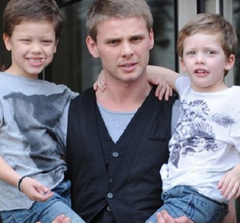 Jeff Brazier with sons Bobby and Freddy